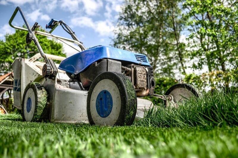 Зачем использовать коммерческую газонокосилку дома?